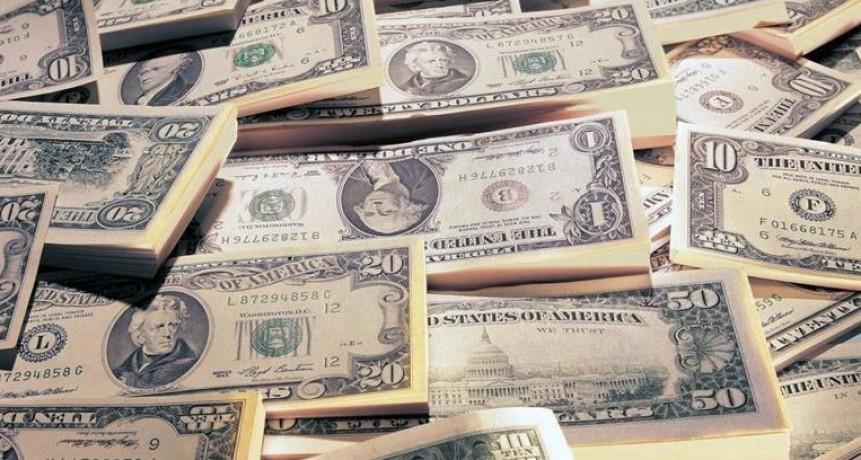 El dólar había arrancado la jornada con un fuerte retroceso pero saltó 41 centavos al récord de $ 28,85