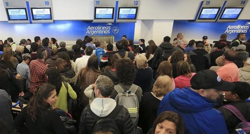 Se prevé 70.000 pasajeros afectados por el paro de los Gremios aeronáuticos el lunes