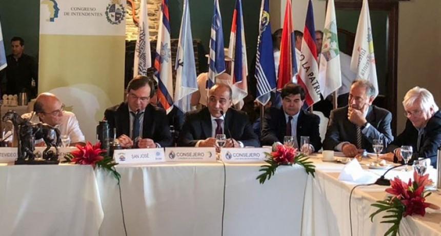 Manzur invitó a intendentes uruguayos a formar parte de la Zicosur