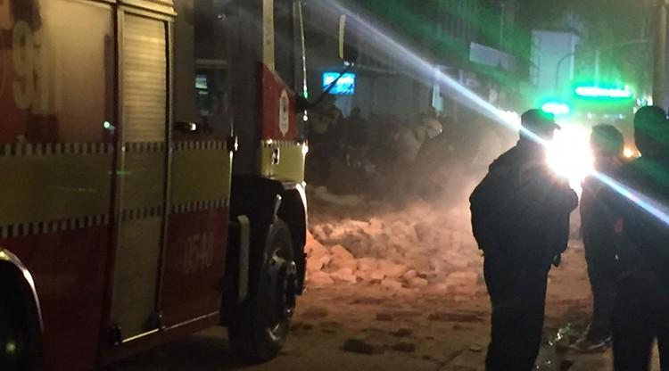 Se derrumbó un excine y hubo víctimas fatales