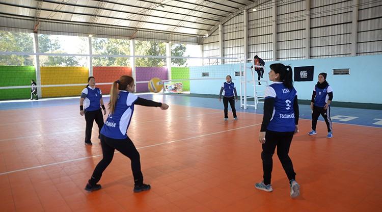 Manzur inauguró canchas deportivas en el predio de ATSA