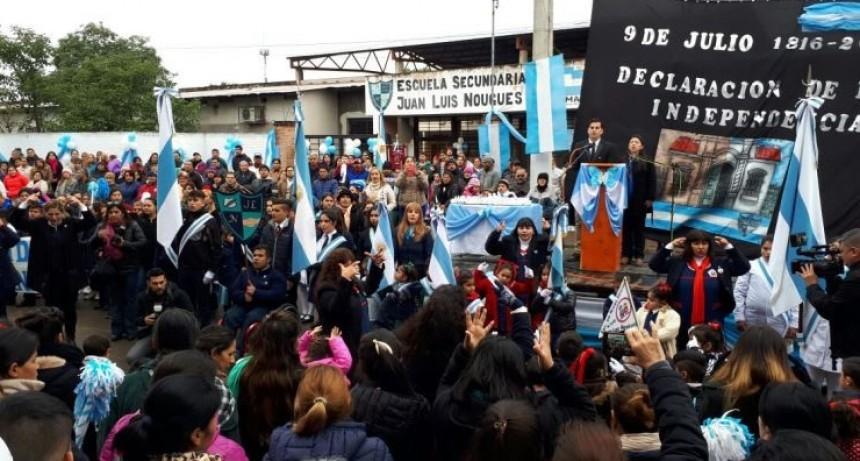 Un desfile patrio se vivió en la escuela Juan Luis Nougues