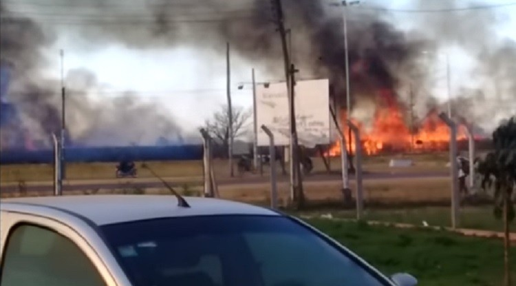Defensa Civil trabaja para controlar incendios en Ranchillos