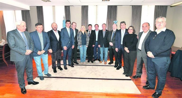 Gobernadores PJ se plantan ante Vidal y abren batalla en el Congreso por más fondos
