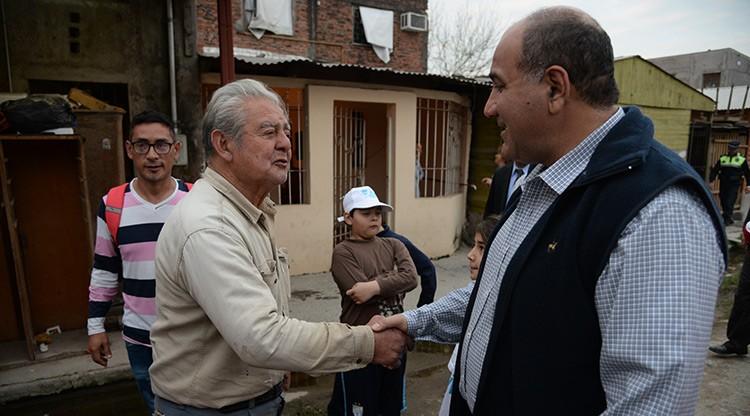 Manzur visitó a emprendedores del barrio ampliación Villa Alem