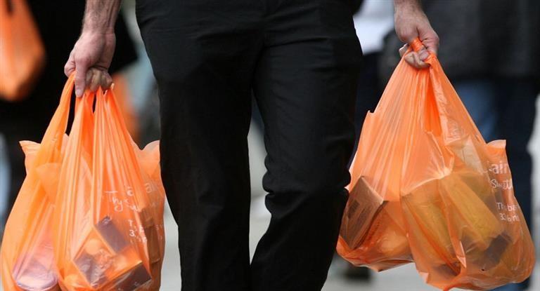 Advierten que hubo al menos 400 despidos tras prohibirse las bolsas de plástico
