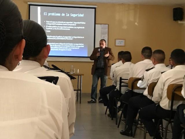 Capacitan a cadetes de la Policía sobre derechos humanos