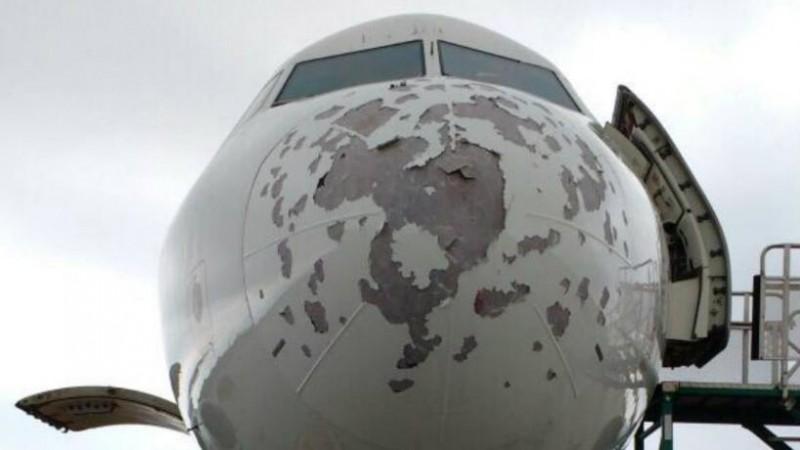 Así manejó el aterrizaje el piloto del avión dañado por el granizo