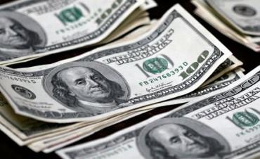 El dólar se disparó un 6,3% en julio a $ 17,94, su mayor alza en un año