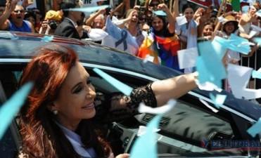 Cristina amplía ventaja, pero aún sin traspasar el piso histórico en la provincia