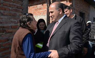 El Gobernador visitó a vecinos de Villa 9 de julio