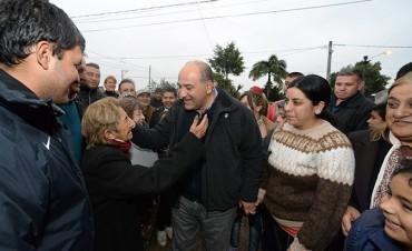 Manzur visitó a vecinos del barrio Ejército Argentino