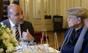 El Gobernador reconoció al economista tucumano Victor Elías