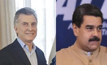 Por decreto, Macri le quitó a Maduro la condecoración que le había otorgado Cristina