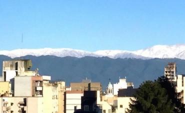 Postal de este domingo electoral: Los cerros nevados!!!