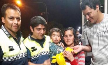 Dos policías salvaron la vida de un niño que dejó de respirar