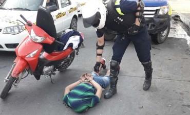 Atrapan a dos hombres armados en la zona sur de la capital