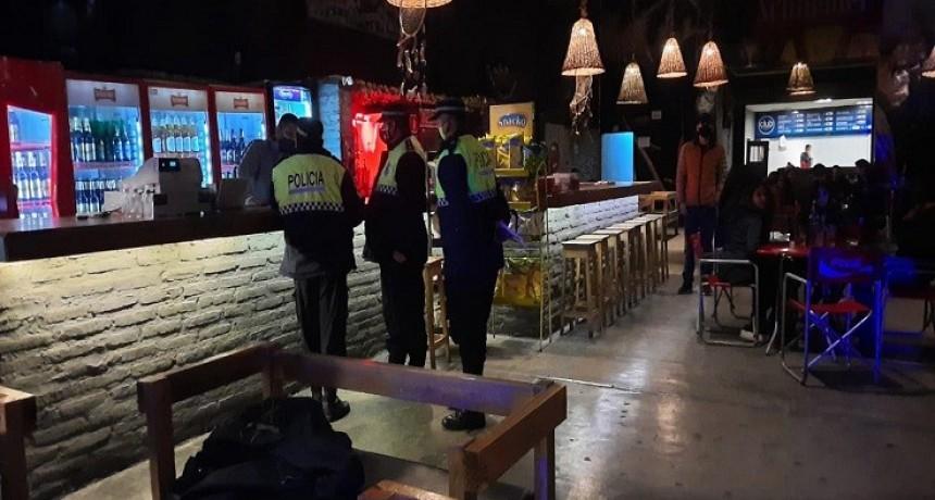 """Bares y restoranes cerrarán a las 22 y piden """"responsabilidad"""" a dueños"""