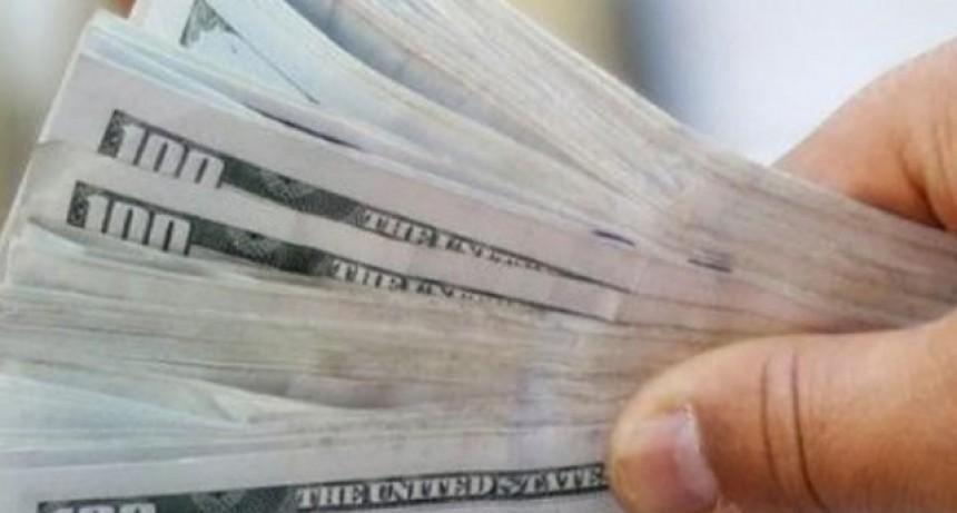 """El dólar """"turista"""" tuvo una nueva alza y quedó al borde de $100"""