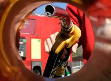 Lanzan APP que compara precio de nafta y denuncia si es muy caro