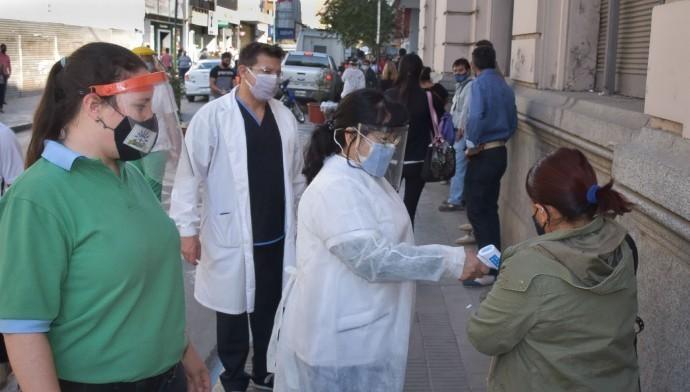 Microcentro: La Municipalidad lleva adelante un operativo de búsqueda de febriles