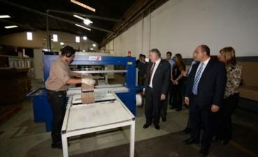 Manzur recorrió una empresa líder en envases de cartón corrugado