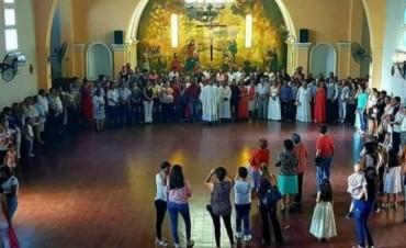 80 parejas se casaron el domingo en Santa Ana