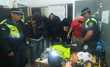 Detienen a cinco hombres que simulaban ser policías