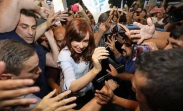 Cristina ya está en Tucumán: así la recibieron en el hotel