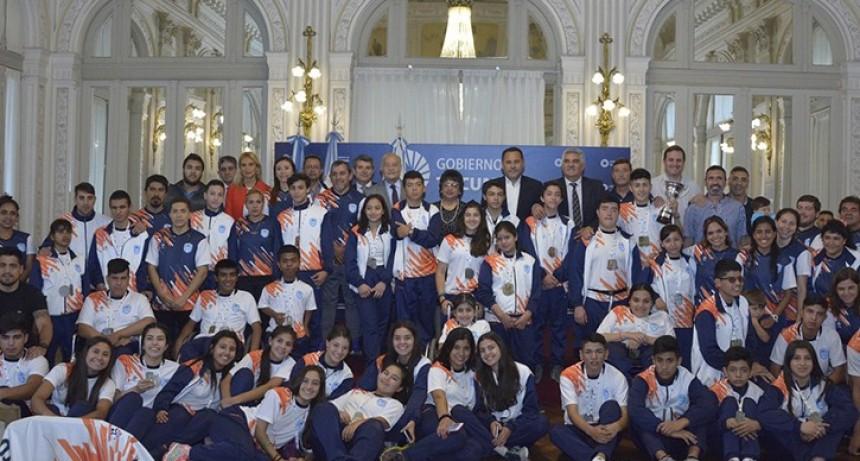 Galardonaron a los tucumanos que participaron en los Juegos Evita