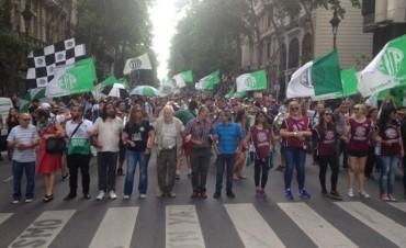Sindicatos y organizaciones sociales marchan en rechazo a la reunión de la OMC