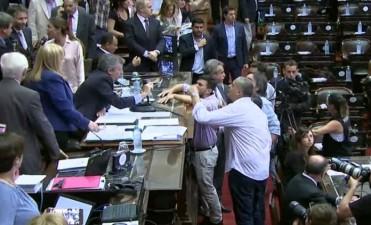 En medio de un escándalo, se levantó la sesión en Diputados y se traba la reforma previsional